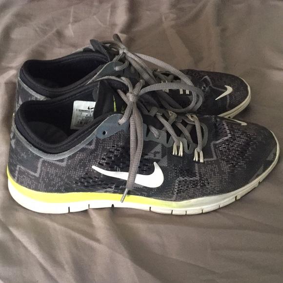Zapatos 4 Nike Free Tr Fit 4 Zapatos Mujeres Training Poshmark 50 39e986